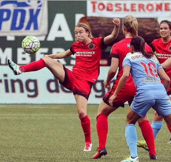 Emily Sonnett Bio, Wiki, Age, Net Worth, Relationship, Affairs, Contracts, Salary, Awards